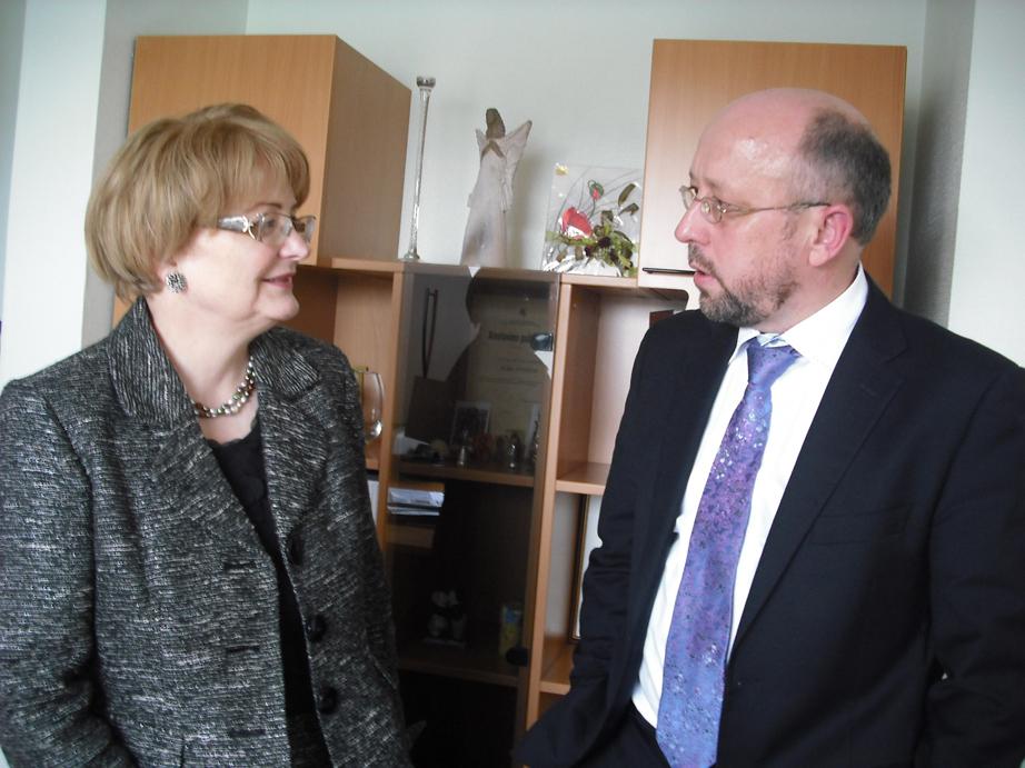 Diskusijos akimirka:  A. Vitkienė ir A. Šimaitis (G. Privedienės nuotr.)