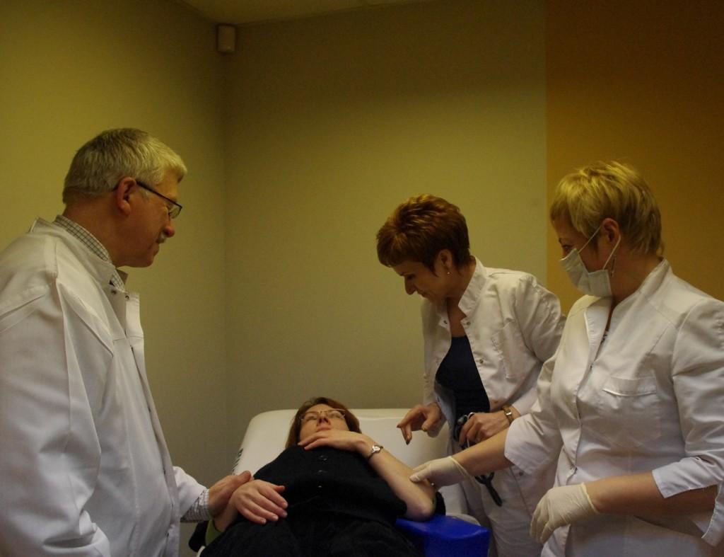 Šalia paciento – komanda (G. Jankutės nuotr.)