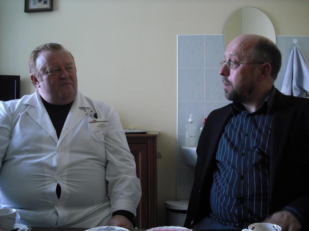 Plungės ligoninės vadovas A. Martusevičius su A. Šimaičiu (G. Privedienės nuotr.)