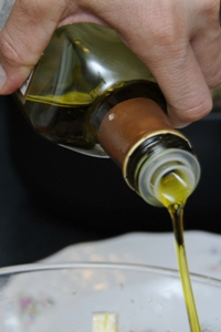Alyvuogių aliejus - pagrindinis naudingųjų riebalų šaltinis