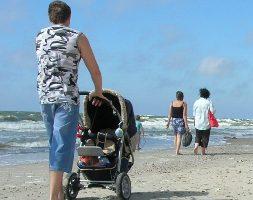 Tėvelis su vežimėliu
