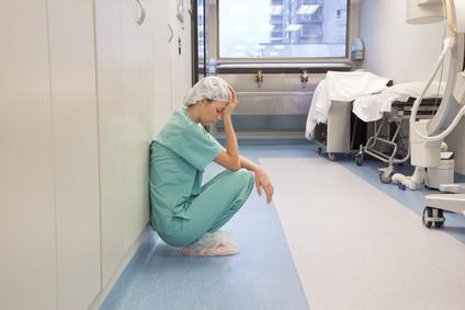 slaugytoja liūdna