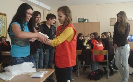 Moksleiviai mokosi pirmos pagalbos