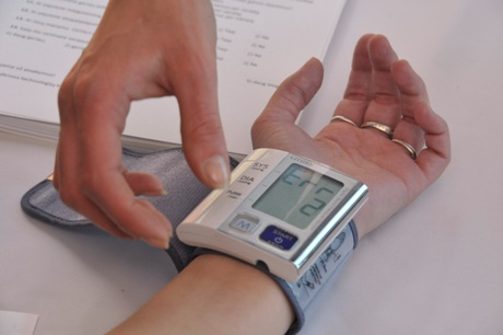 vėmimas su hipertenzija