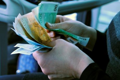 Rankose laikomi eurai