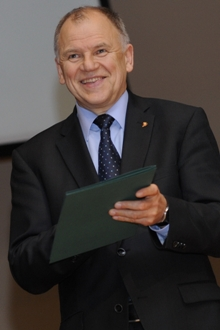 Ministras juokiasi
