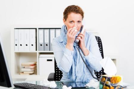 Mergina darbe šnypščia nosį