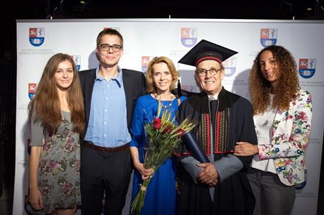 Profesorius su šeima