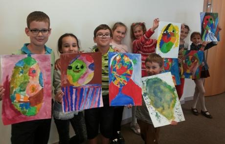 Prancūzų kalbos vaikai mokėsi ir piešdami (Liepa – pirma iš dešinės)
