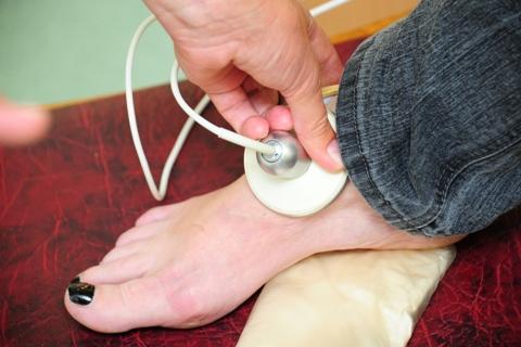 Kodėl hipertenzija kojos tinsta?)