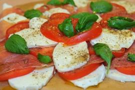 Pomidorai su sūriu