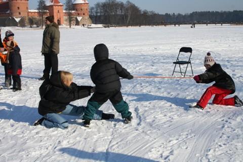 Vaikai žaidžia