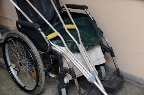 Invalido vežimėlis ir ramentai