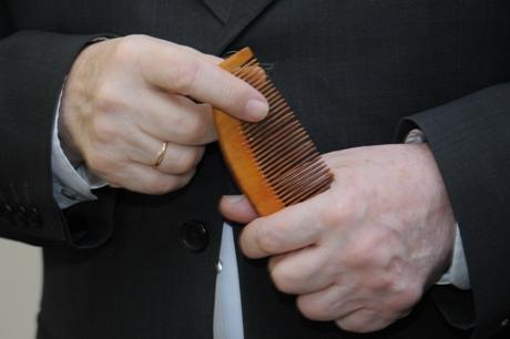 Šukos rankose