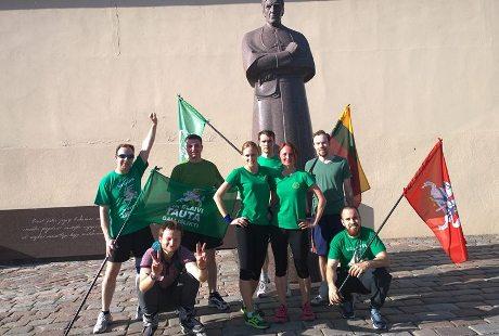 Kauno bėgikai prie blaivybės skleidėjo vysk. Motiejaus Valančiaus paminklo