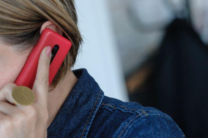 Mergina kalba telefonu