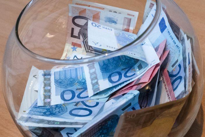 Eurai stiklainyje