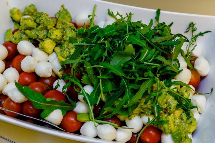 Lėkštėje -  daržovės, žalumynai