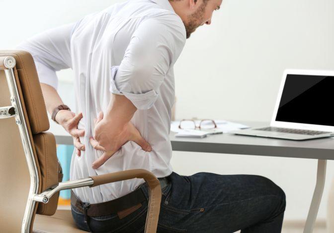 Jei dirbate sėdimą darbą, patariama kas 10 min. pakeisti kūno padėtį