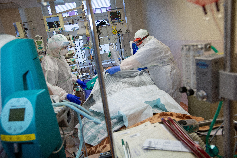 Santaros klinikų medikų darbas koronaviruso pandemijos metu