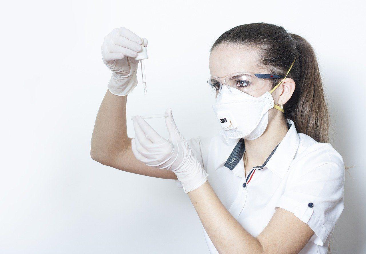 Mergina su respiratoriumi
