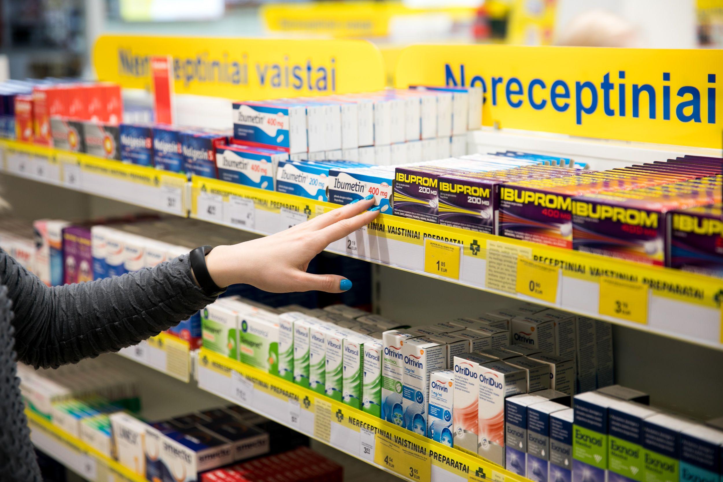 Vaistinės lentynoje - vaistai nuo skausmo