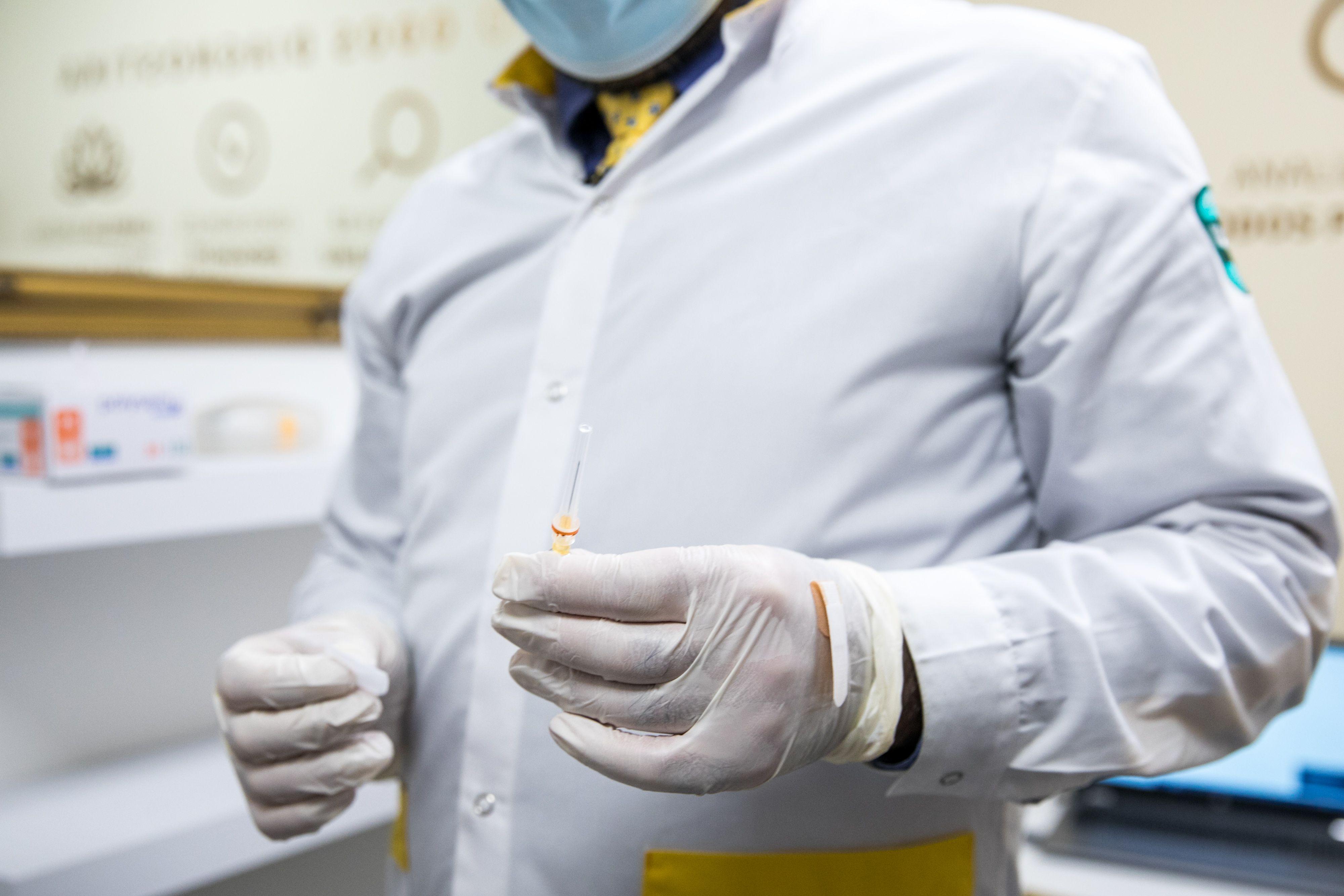 Rankose laiko vakciną